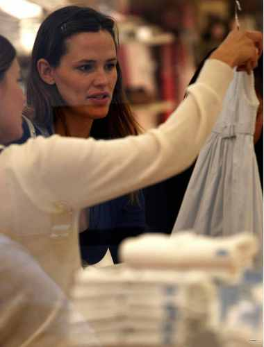 Jen and 제비꽃, 바이올렛 shopping at Jacadi Paris store in NYC - April 29 2009