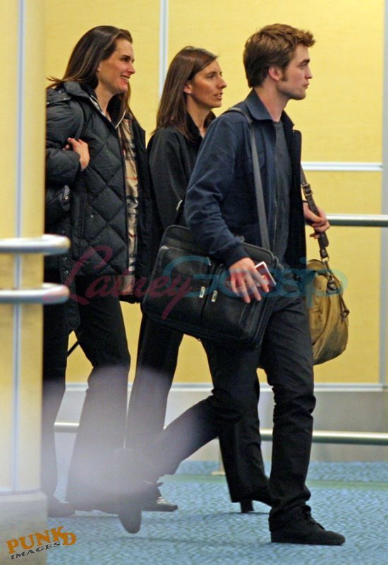 Rob & Brook Shields at the airport