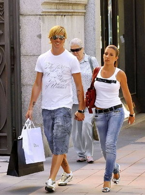 Fernando Torres پیپر وال possibly with a سٹریٹ, گلی called fernando y olalla dominguez