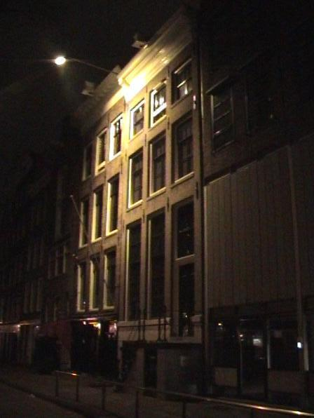 the annexe at night...pretty