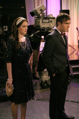 Blair & Chuck hình nền with a business suit, a well dressed person, and a buổi hòa nhạc entitled Blair and Chuck Stills Season 1