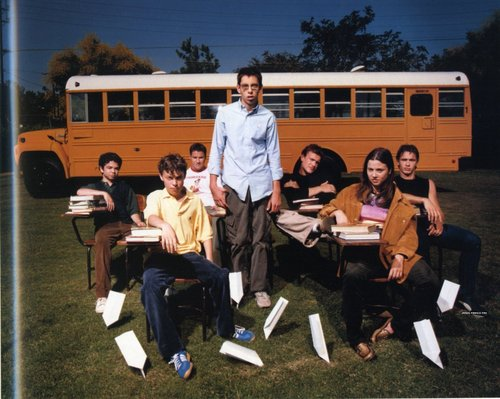 Freaks and Geeks wallpaper containing a school bus called Freaks and geeks