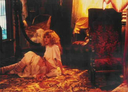 stevie nicks wallpaper possibly containing a fogo and a drawing room titled Gypsy