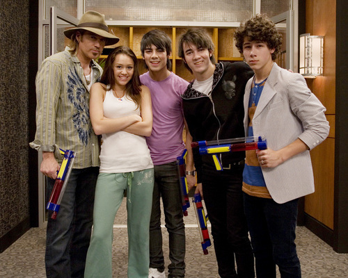 The jonas brothers,miley and her dad!