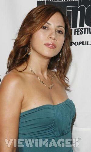 Carmen Morales played kwa Elizabeth Rodriguez