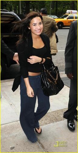 Demi Lovato in sweats