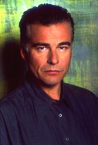 Grey Madden played 由 Ian Buchanan