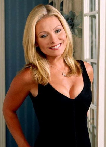 Hayley Santos played 由 Kelly Ripa
