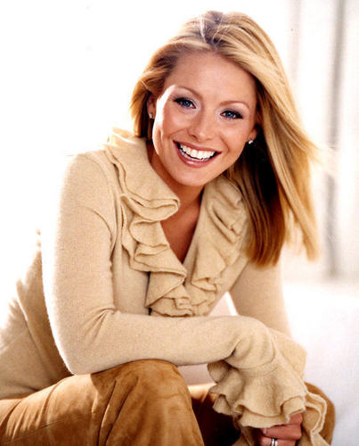 Hayley Santos played によって Kelly Ripa