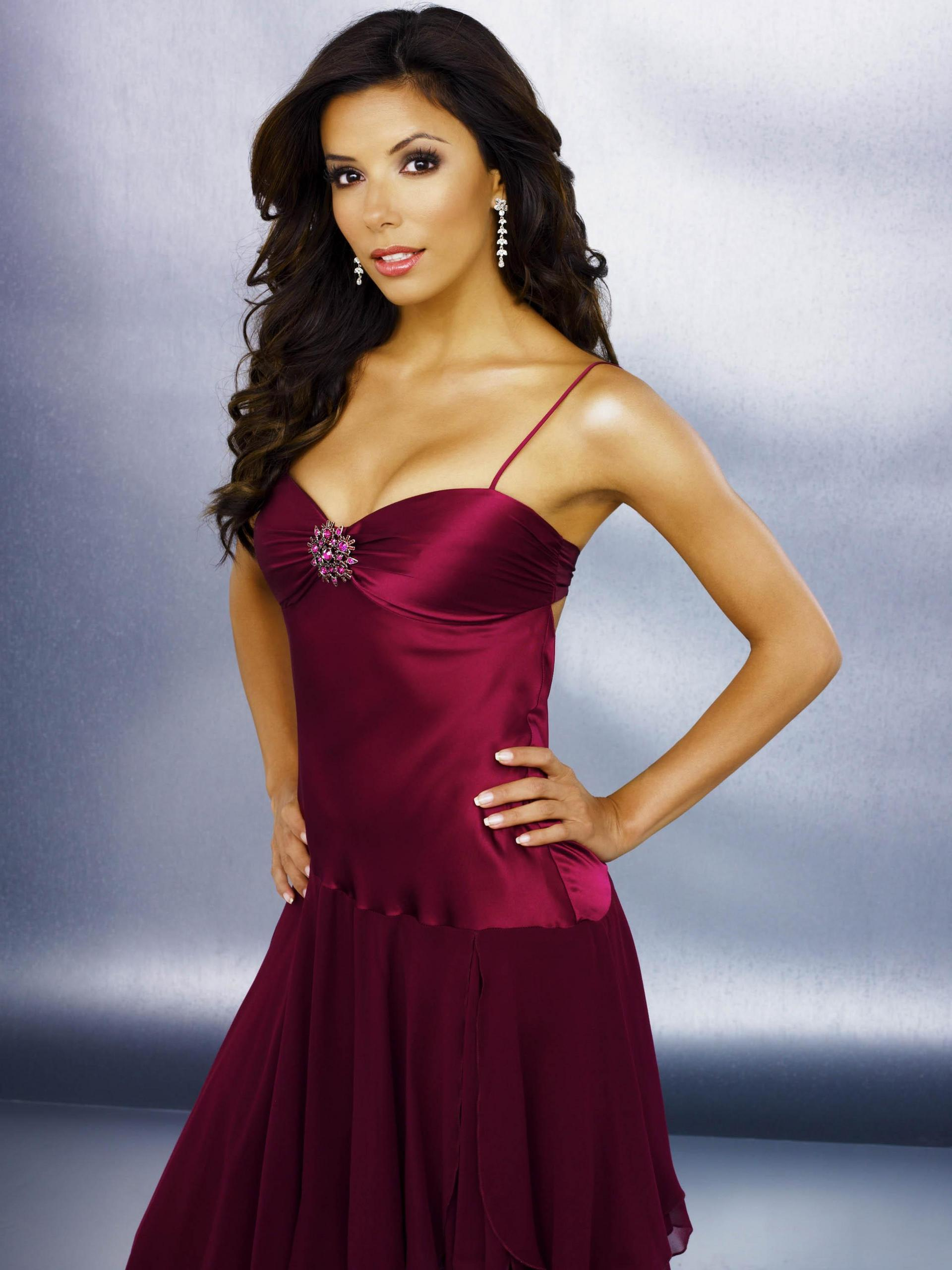 http://images2.fanpop.com/images/photos/6000000/Housewives-desperate-housewives-6026726-1920-2560.jpg