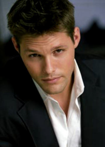 Jamie Martin played door Justin Bruening