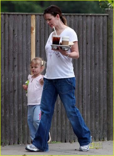 Jennifer & بنفشی, وایلیٹ