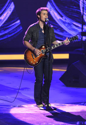 American Idol wallpaper with a concert and a guitarist called Kris Allen