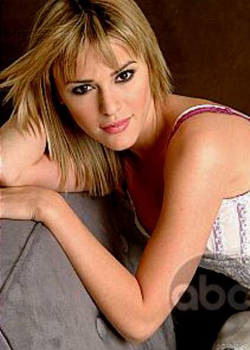 Maggie Stone played 由 Elizabeth Hendrickson