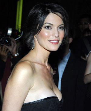 Maria's sister, Rosa played door Alana de la Garza