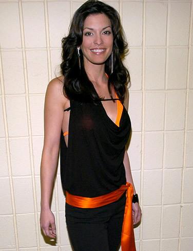 Maria's sister, Rosa played oleh Alana de la Garza