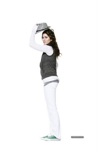 Nikki Reed para a Buy Hollywood