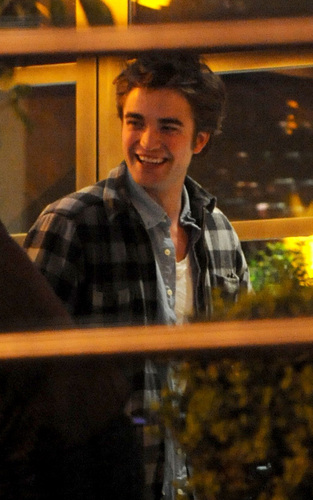Robert Pattinson out at Blue Water Cafe - May 8