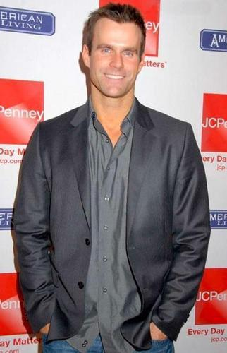 Ryan Lavery played por Cameron Mathison