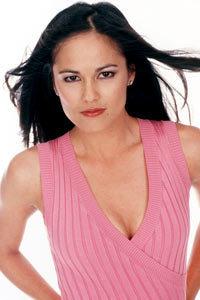 Simone Torres played par Terri Ivens