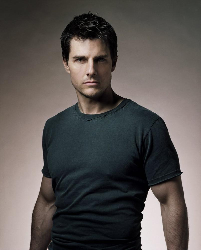 http://images2.fanpop.com/images/photos/6000000/Tom-Cruise-tom-cruise-6009324-806-1000.jpg