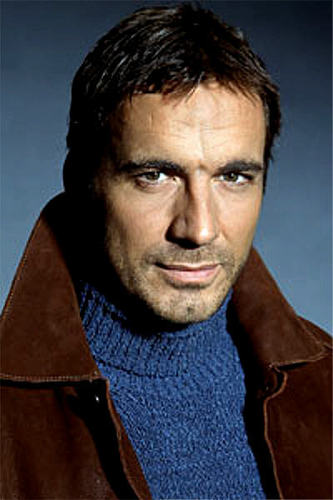 Zach Slater played kwa Thorsten Kaye