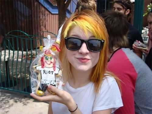 hayley williams haircut 2011. Hayley Williamsso cute!