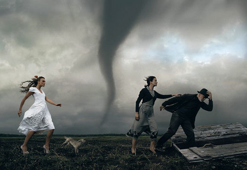 It&#39;s a Twister - annie-leibovitz Photo