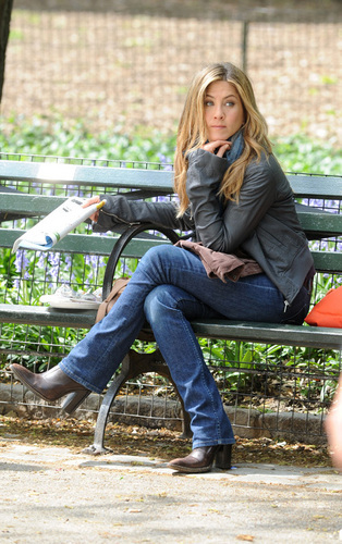 "Jennifer Aniston wallpaper containing a park bench called Jennifer on Set"" The Baster"""