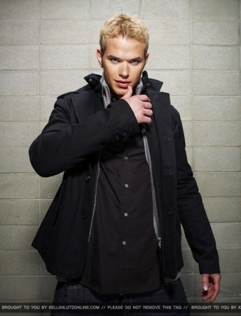 Kellan's Hollywood Life bức ảnh Shoot