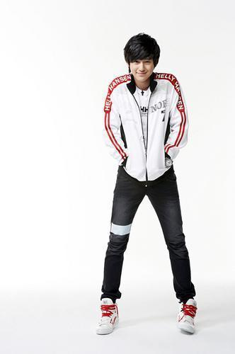 Ким Бом Обои possibly with a well dressed person, long trousers, and a legging entitled Kim Bum