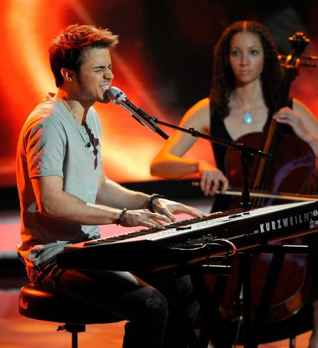 Kris Allen Performing Ain't No Sunshine