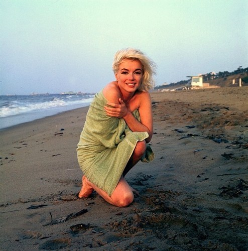 Classic Movies wallpaper possibly with a seaside, a beach, and an oceanfront entitled Marilyn Monroe