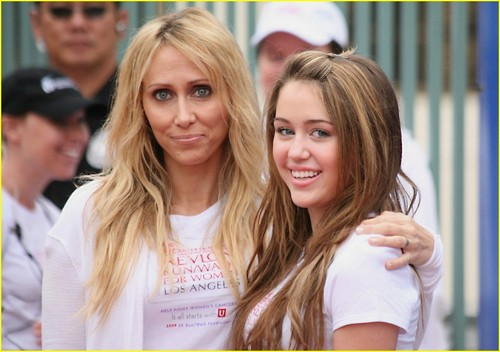 Miley @ 16th annual EIF Revlon Run/Walk For Women