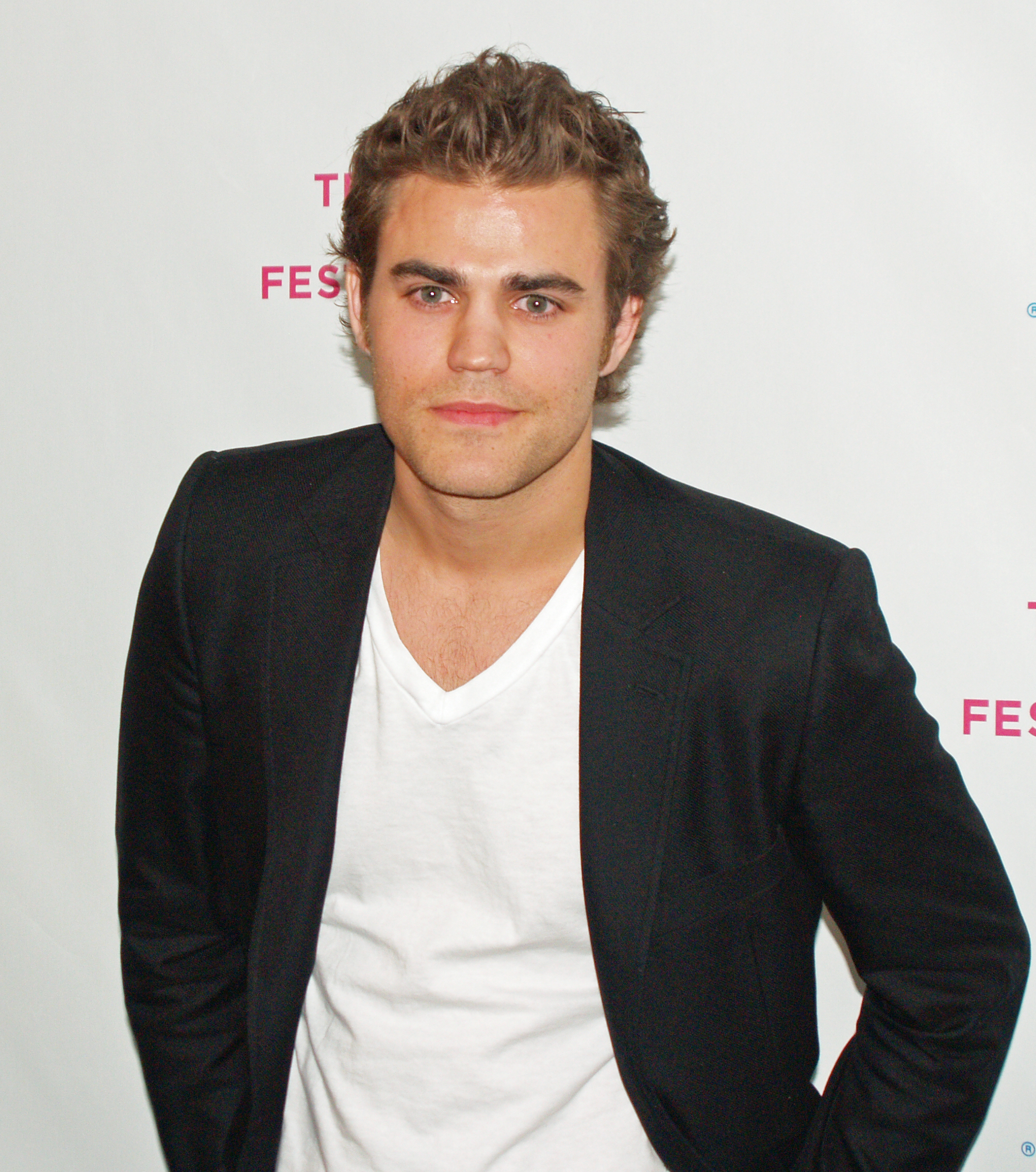 http://images2.fanpop.com/images/photos/6100000/Paul-Wesley-cast-as-Stefan-the-vampire-diaries-6114811-2010-2274.jpg