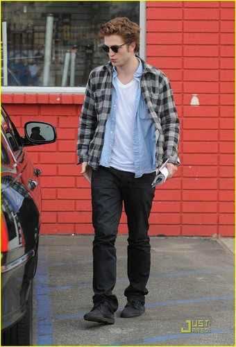 Rob leaving studio in L.A