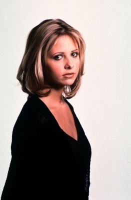 Sarah Michelle Gellar wallpaper possibly with a portrait entitled SMG as Cici in Scream 2