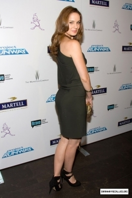 Sara Tancredi 壁纸 possibly with bare legs, hosiery, and tights titled SWC<3333-Sarah Tancredi