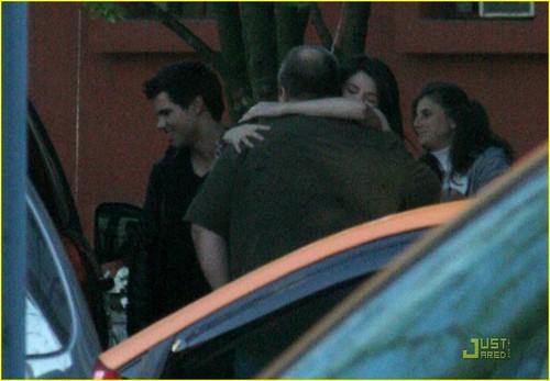 Selena Gomez and Taylor Lautner रात का खाना तारीख, दिनांक