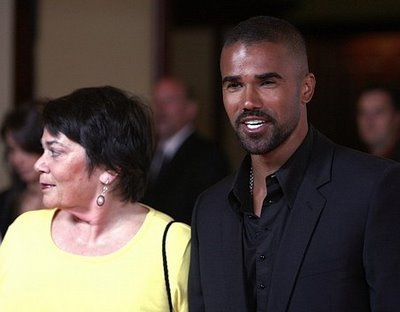 क्रिमिनल माइण्ड्स वॉलपेपर probably with a business suit and a portrait titled Shemar Moore and his Mom
