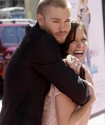 "Sophia ブッシュ and Chad Michael Murray at ""A シンデレラ Story"" Premiere"