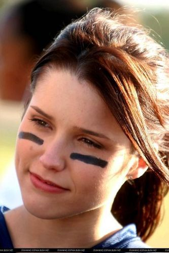 """Sophia arbusto, bush at 2nd Annual """"One árvore Hill"""" Charity Football Game"""