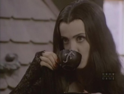Morticia Drinking お茶, 紅茶