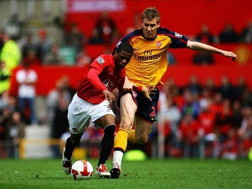 Manchester United 바탕화면 probably containing a fullback, a 축구 player, and a 앞으로 called Arsenal May 16th, 2009