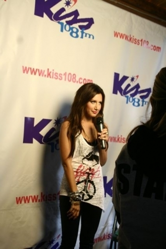 Ashley at 2009 Kiss Concert - Page 2 Ashley-Backstage-at-KISS-Concert-2009-ashley-tisdale-6266441-333-500