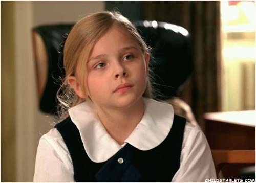 Chloe Moretz wallpaper probably containing a portrait entitled Chloe Moretz {age 10}