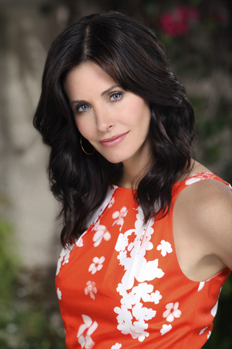 Cougar Town Hintergrund titled Courteney Cox As Jules