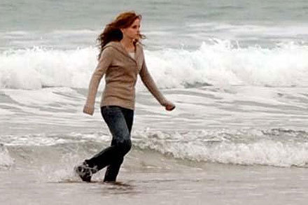 Emma filming Harry Potter and the Deathly Hallows