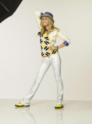http://images2.fanpop.com/images/photos/6200000/HM-the-movie-photoshoot-hannah-montana-6251170-298-400.jpg
