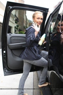 Hayden Leaves her Hotel in London